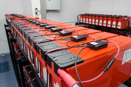"Moduły BACS zainstalowane na bateriach typu ""Front terminal"""